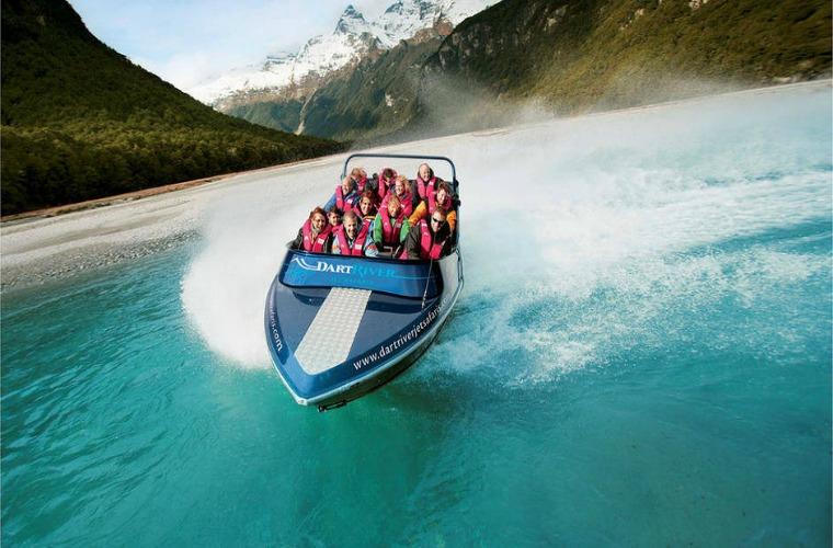 碧山旅行-新西兰旅游-皇后镇自然美景之间,体验喷气船的刺激