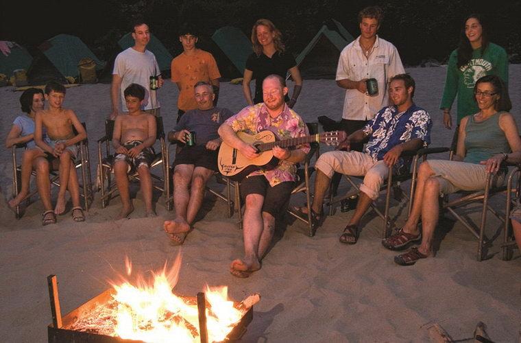 碧山旅行-浪漫的露营篝火晚会
