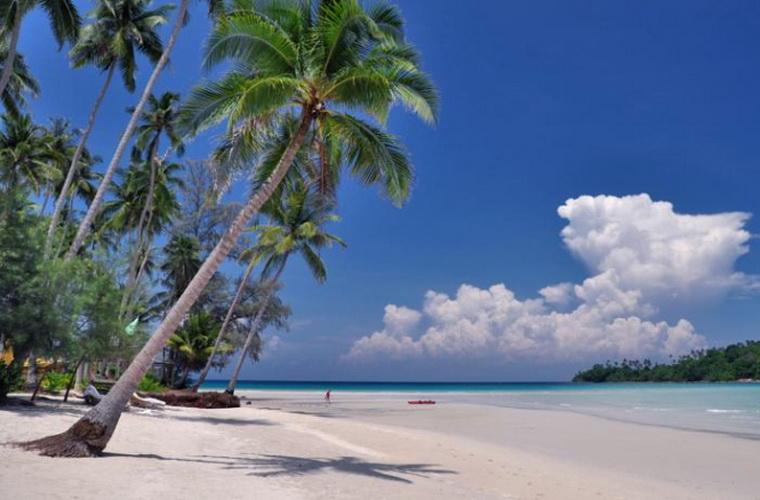 碧山旅行-海滩上享受阳光