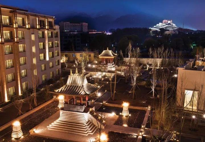 碧山旅行-藏区旅游-欣赏夜幕下的布达拉宫