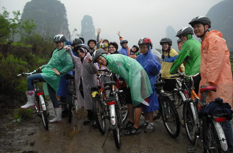 碧山旅行-在岩溶山地骑自行车